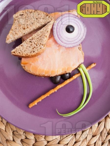 Детски сандвич Щастливият папагал - снимка на рецептата